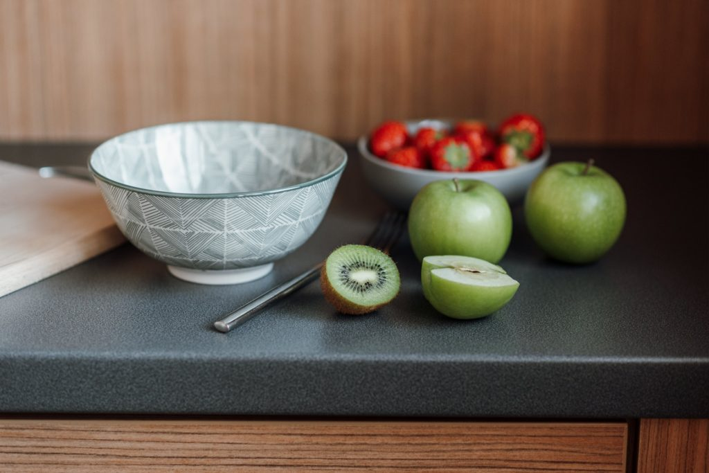 Strawberries and kiwi in a bowl
